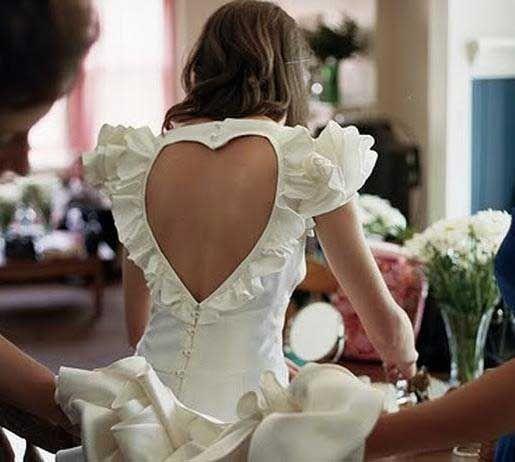 Εξώπλατα φορέματα: Με ποια χτενίσματα τα συνδυάζουμε και με τι σουτιέν http://www.ediva.gr/exoplata-foremata-xtenismata-ta-sindiazoume-kai-poia-soutien/#.U2YgkPl_sgE