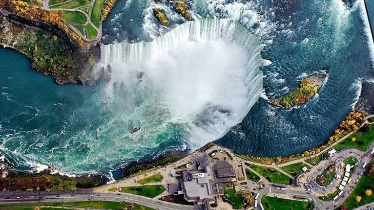 Cataratas do Niágara, entre os Estados Unidos e Canadá