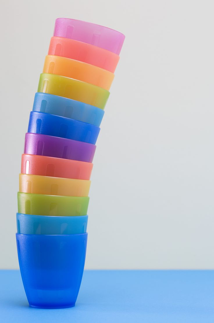 Pintando vasos de plástico