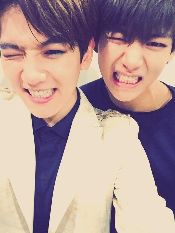 EXO's Baekhyun And BTS's V Are Identical In Selfie, 'Baekhyun And Taehyung' Trends Worldwide http://www.kpopstarz.com/articles/146625/20141205/exo-baekhyun-bts-v-are-identical-in-selfie-baekhyun-and-taehyung-trends-worldwide.htm