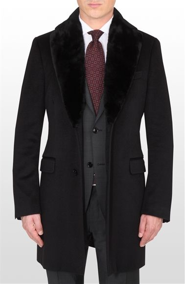 Black single-breasted cashmere coat, fur collar and lapels