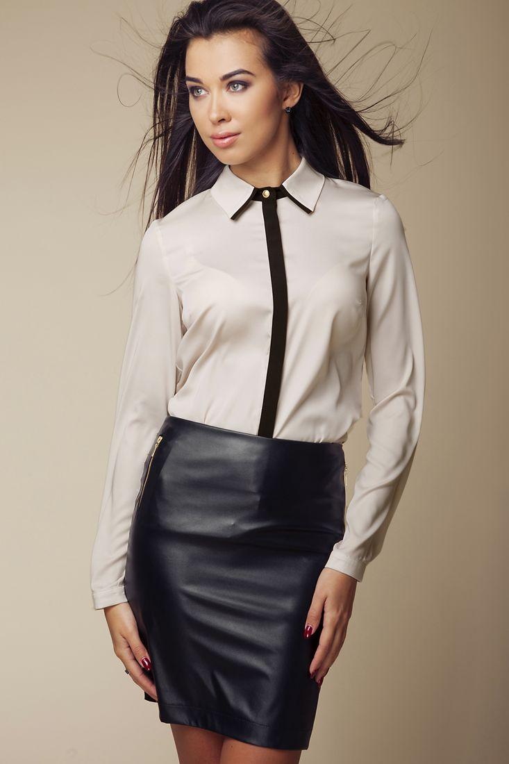 Beżowa koszula z czarnym pasem. Efektowny, dwukolorowy kołnierzyk. Koszula zapinana z przodu na guziki. Długie rękawki zapinane na guzik. Kod produktu: ABK0036.   (id produktu: 55669)