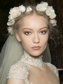 Boho-bruid: weergaloze trouwlook met bloemen | ELLE