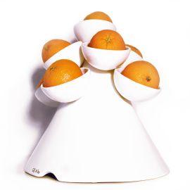 Deze keramische fruitboom bestaat uit een kegel met 9 bakjes waarin fruit past zoals appels, peren en citrusfruit. Maar andere objecten kunnen er ook leuk in staan!