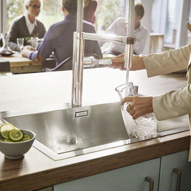 Az egészséges életmód a konyhában a tiszta vízzel kezdődik.@blanco_magyarorszag  #Blanco #blancohun #konyharészlet #mosogatótál #mosogató #főzés #receptek #sütés #csaptelep #csap #csaptelep #armatur #víz Photo Bernd Opitz