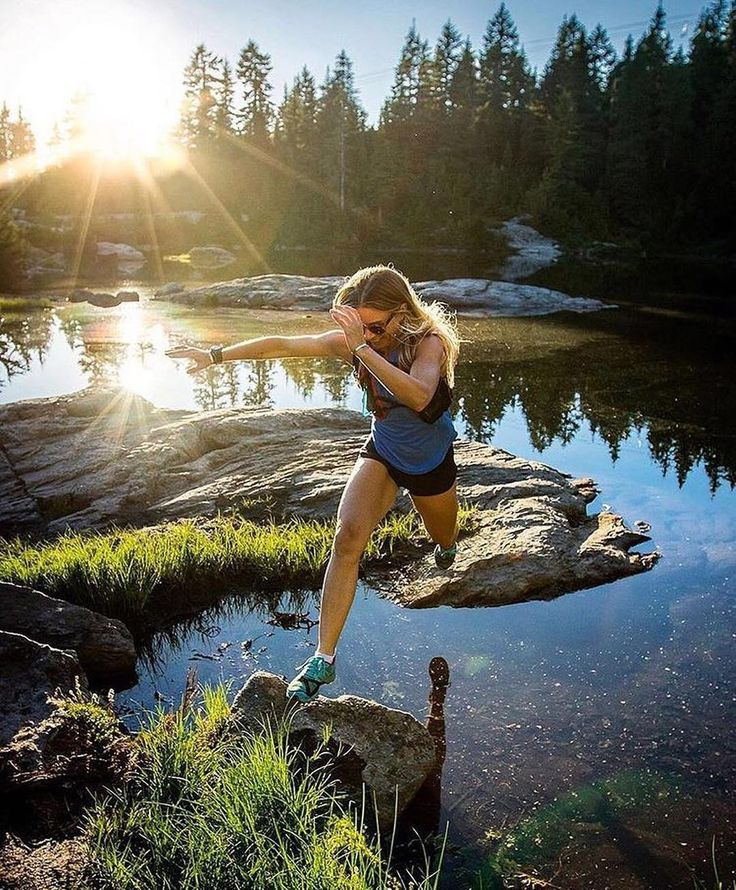 #tbt to a few days back on a hike/trail run with @thehilaryann #accidentaldab Insert every quote about taking a leap of faith.  : @gnatters : @thehilaryann -  British Columbia  #Trailrun #trailrunning #ultrarunning #ultratraining #mountainrunning #traillove #getofftheroad #trailchix #runforlife #skyrunning #runnersworld #runnerscommunity #runnerslife #runhappy #runforfun #runninggirl #runningwoman #iloverunning #runforlife #TrailRunner #instarunners #strongwomen #outdoorwomen #seekthewild…