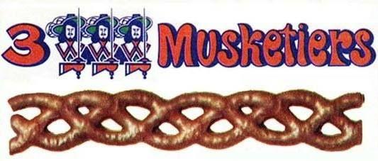 """3 Musketiers war ein 20 cm langer Schokoriegel der Firma Mars in den 70er Jahren, den es für 30 Pfennig zu kaufen gab. Er bestand aus Karamell, was mit Vollmilchschokolade überzogen war und eine geflochtene Form hatte (Karamellzopf). Der Werbeslogan war """"Lang wie ein Degen, süß wie eine Prinzessin""""."""