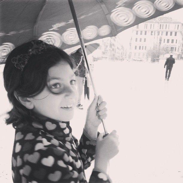 Sofia sorride all'Ara Pacis, 2013  Io ballo da sola  http://visionipoetiche.com/2013/04/28/io-ballo-da-sola-per-sofia/
