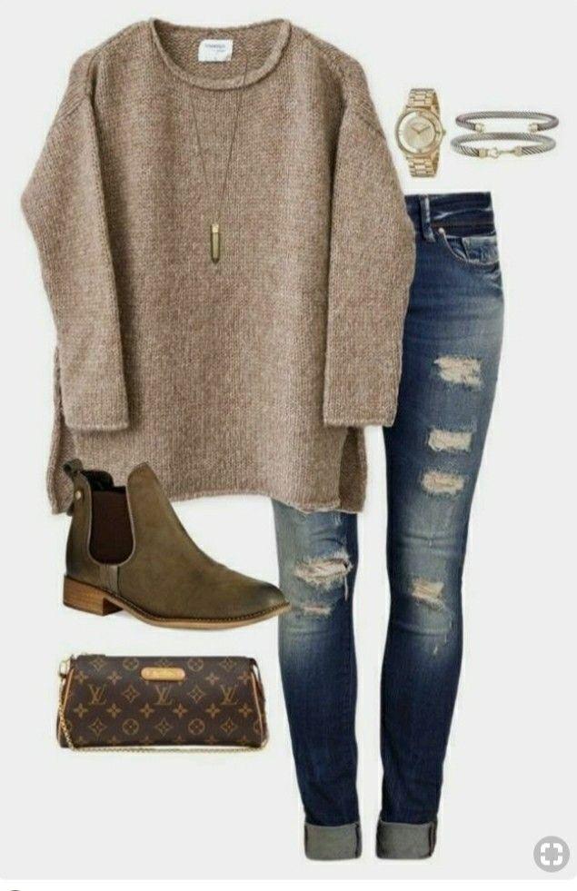 Pullover und Stiefel