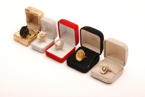 Gussie van der Merwe, South African Contemporarry jeweller, Art Jewellery, Studio Jewellery