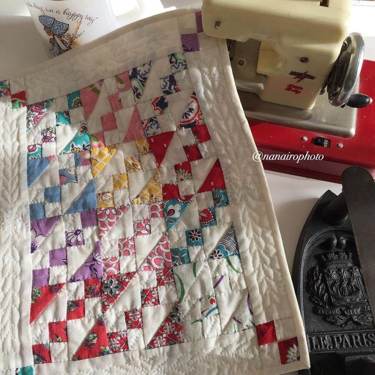 2016.11.30水 キルト部屋、昨日から大掃除中 夏の終わりにきちんとしたはずなのに… ・ 可愛いキルトが出てきた〜 これだもの、あっという間に日が暮れるかな ・ 「Twenty little patchwork quilts」 という本の中から、以前作った物です。 あと19枚…生きてるうちに作りたいな ・ ・ #記録用pic  #パッチワーク#パッチワークキルト #ミニキルト#ヤコブスラダー#ハンドメイド #patchwork#patchworkquilt #quilt#handquilting#handmade