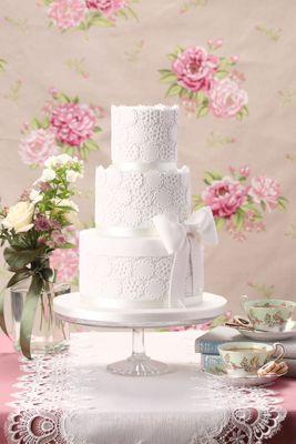 Lace love wedding cake