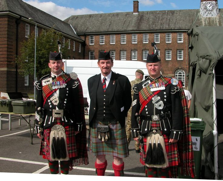 Pipe Major Waterton-Anderson with Pipe Major Ross McCrindle and Pipe Sergeant Mark MacRae of the 1st Btn. Scots Guards at Catterick.