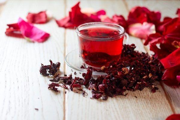 İnce bir bel getirecek şişkinliği götürecek mucize çay: Hibiskus Sinameki Çayı
