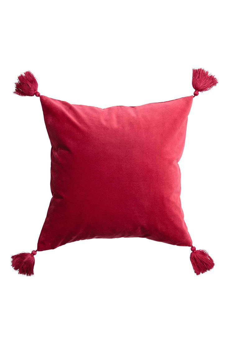 Housse de coussin avec glands: Housse de coussin en velours avec glands aux angles. Fermeture à glissière dissimulée.