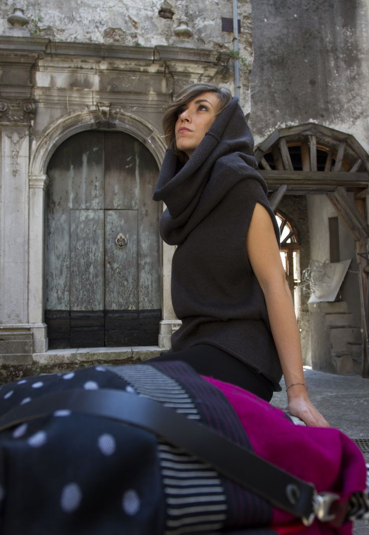 Capsule collection '100% wool from Basilicata'. MONONIKI. Dress with classic and simple lines. A linear shift dress to wear full-lenght or simply as a t-shirt or as a scarf. Handmade, 100% made in Italy
