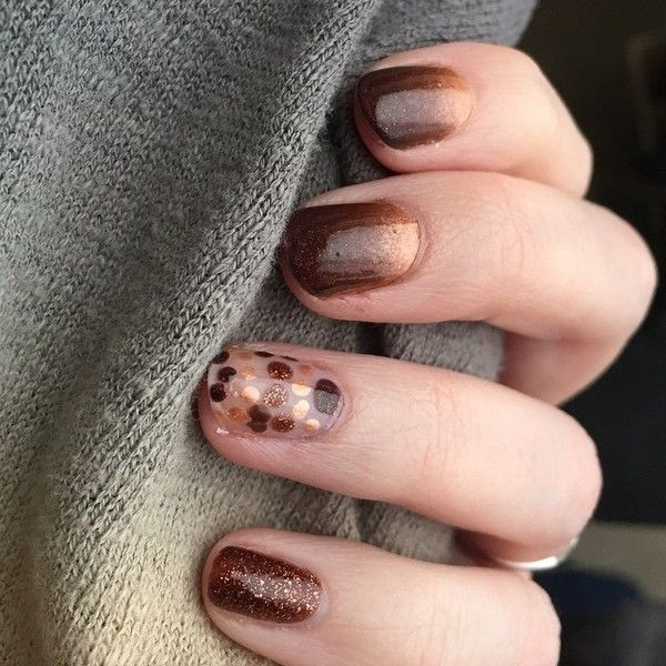 Glitter nails: Όλα τα σχέδια και χρώματα για εντυπωσιακά γιορτινά νύχια Τα σχεδια που μπορείς να εφαρμόσεις είναι πολλά ακόμα και συνδυαστικά. Αυτό που μας άρεσε από εδώ ήταν ο συνδυασμός της λάμψης με το ombre σχέδιο.  - See more at: http://www.missbloom.gr/beauty/beauty-tips-and-trends/24147/articles/49938/artimg/glitter-nails--ola-ta-sxedia-kai-xromata/article.aspx#gallery_an