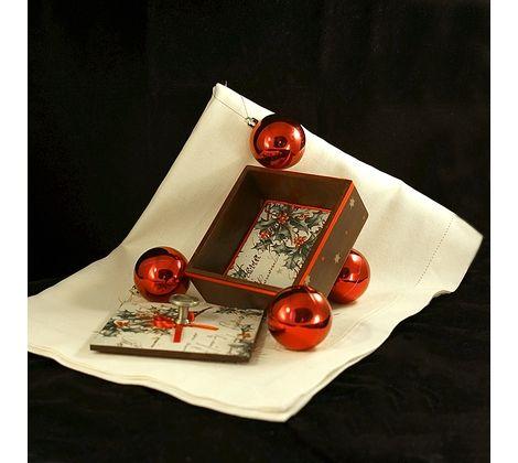 Лаврушница / короб для специй деревянный. Выполнен в технике декупаж. Декорирован атласной лентой и трафаретными рисунками. Матовое лаковое покрытие. Можно использовать по прямому назначению, как элемент интерьера или для новогоднего декора. Размер: 12,7 х 13,7 х 6 см