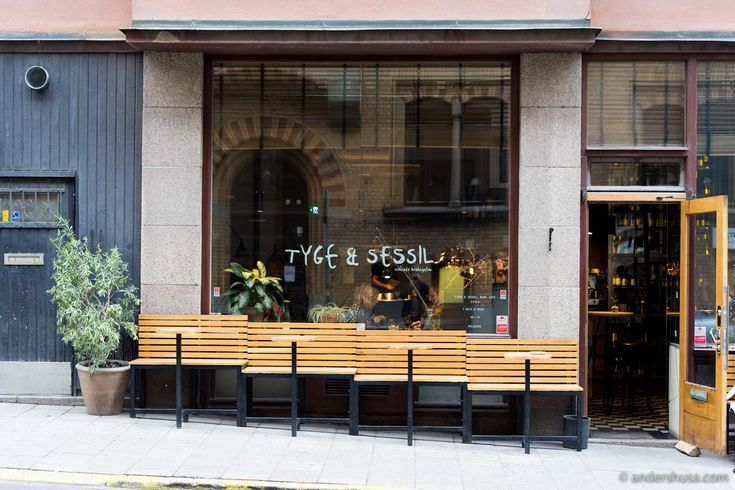 Discover where to drink natural wine in Stockholm! Tyge & Sessil is the wine bar and casual eatery of celebrity chef Niklas Ekstedt that focuses on small-scale independent producers.