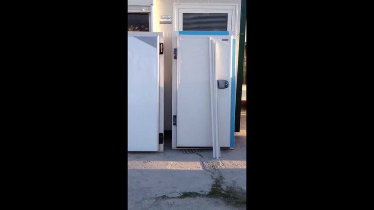 A comparison between our new hinged door and a rival's door. Bargain prices at uncompromising quality. We are looking for collaborators worldwide. On the right is our door and on the left is a rival's door.