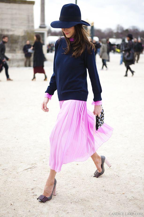 ネイビーでシック×キュートなピンクのスカートでバランス◎チュールプリーツスカートのコーデ♡スタイル・ファッションの参考に♪
