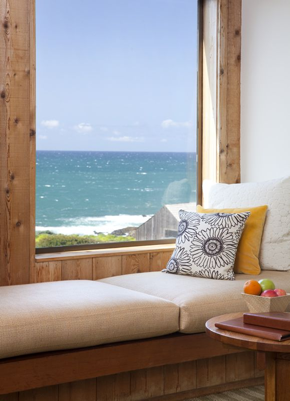 ♥ Great room and view. Would use this place for reading and dreaming away while looking out on the ocean!
