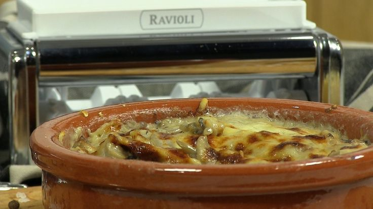 Ravioli al forno cu tofu, ciuperci, sos de ciuperci si gratinati cu cascaval