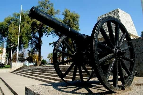 Cañón en la Plaza Monumento.