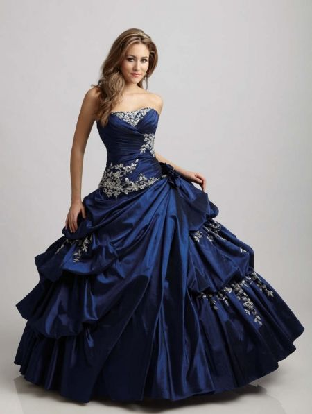 BLUE wedding dress with gold embroidery <3                                                                                                                                                                                 More