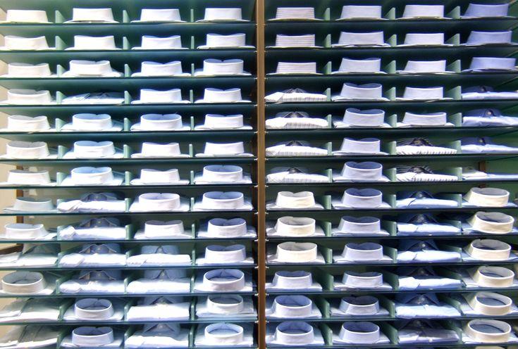 Die idealen Business Hemden passen zu dem grauen, blauen oder schwarzen Anzug und verlieren auch nach längerem Tragen niemals ihre Form und Glätte. Darüber hinaus sollten Herrenhemden generell bequ...