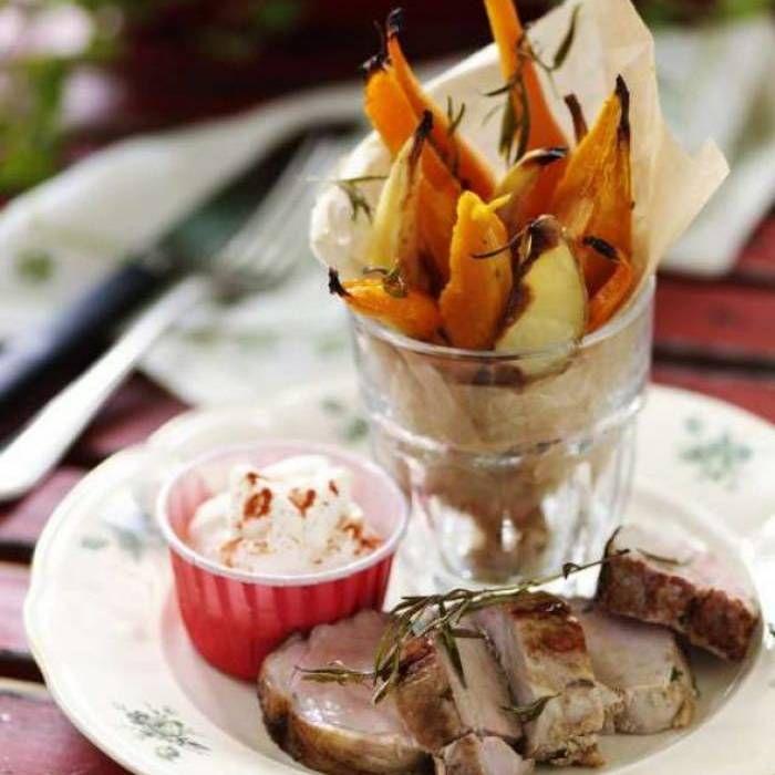 Ugnsrostad sötpotatis med rotsaker