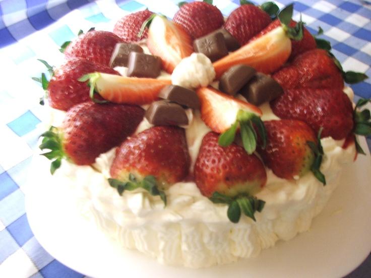 Fehér csoki krémes epres torta
