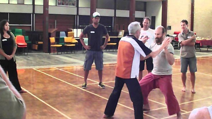 Deze oefening (chinees boksen/kleven) gebruiken wij ook in Praktijkles 1 over stevig staan