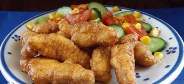 Recept: Ez valami isteni, csirkecsíkok fokhagymás-tejfölös bundában