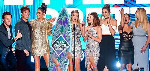 """ashbzo: """" pretty little liars cast at teen choice awards 2016 """""""
