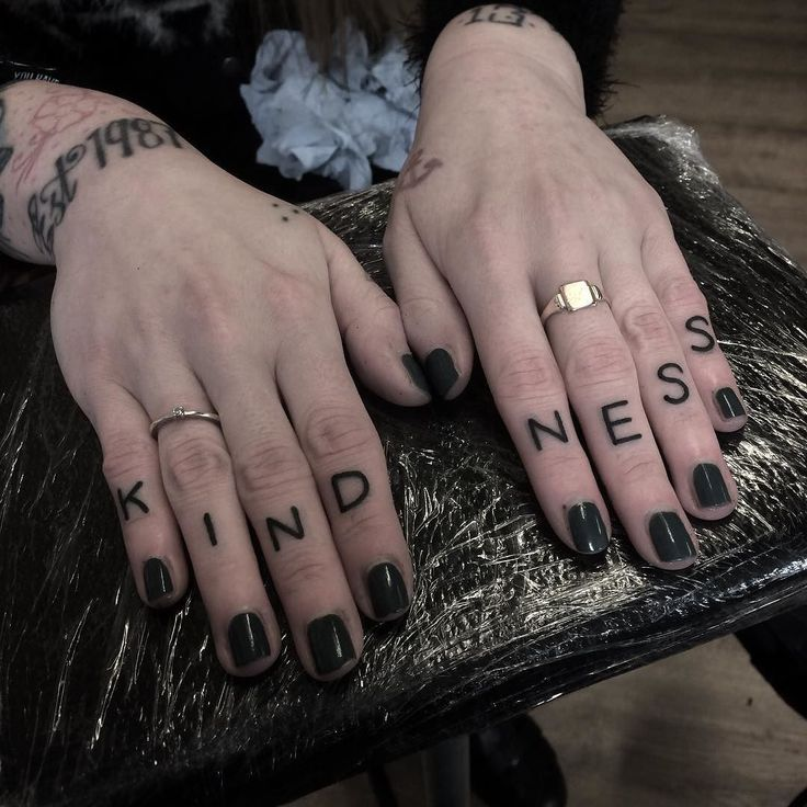 Lower knuckles on my main girl @kirstyannturner cheers fam  by hudsontattoo