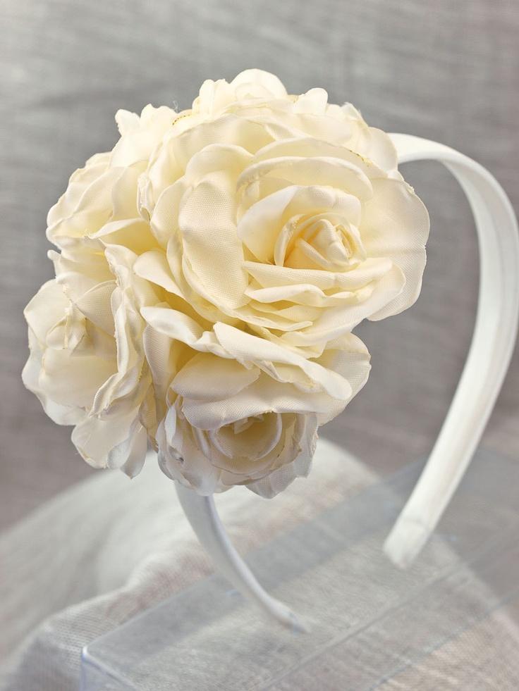 Diadema flores para ceremonia. €40,00, via Etsy.