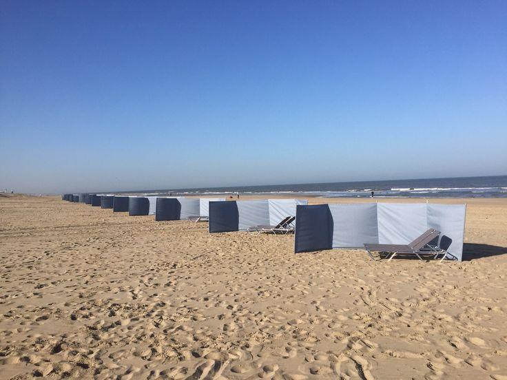 windzeil bij strand noordwijk  Op maat gemaakte #windzeilen by www.outdoorloungekussens.nl