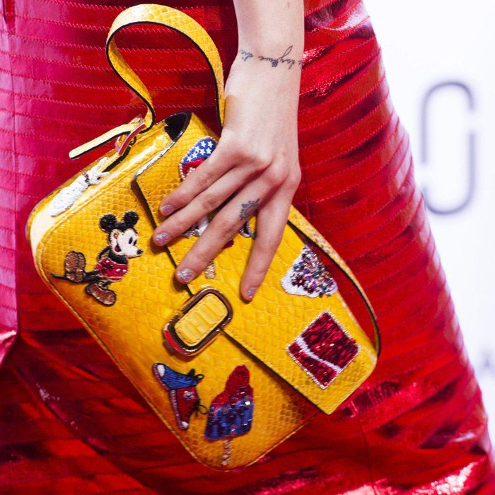 Découvrez des pochettes, sacs petits formats à la mode sur notre site de vente en ligne à prix de grossiste http://www.parissima.com/fr/ !