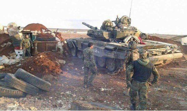 Φωτογραφία συριακού άρματος μάχης T-90A κατά τη Μάχη στο βόρειο Χαλέπι, Φεβρουάριος 2016 (μέσω en.wikipedia.org) | A Syrian MBT T-90A photo during Battle in northern Aleppo, February 2016 (via en.wikipedia.org).