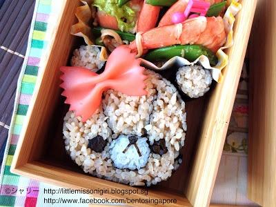 *Love the pasta bow!  楽しくてお弁当とキャラベン: ルルロロの飾り巻き寿司のお弁当  Tiny Twin Bears Deco Sushi Bento