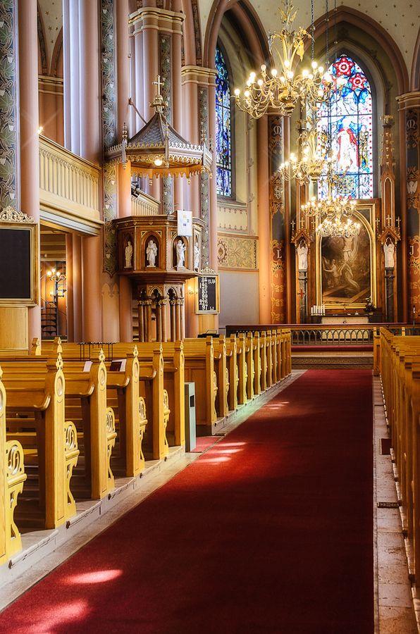 Keski-Porin kirkko - sisätilat