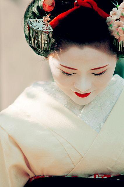 Geisha / Maiko (Kyoto, Japan) by marcusuke, via Flickr