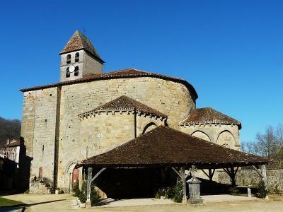 Saint jean de côle la halle et l'église