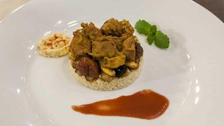 Tajine de cordero con cuscus, hummus