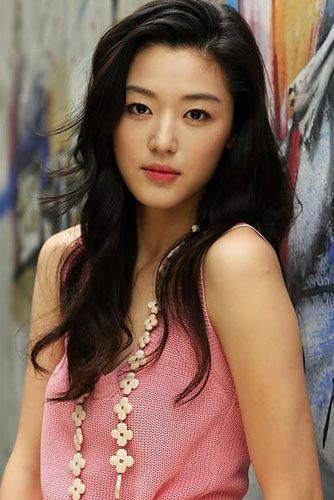 Cheon Song-Yi played by Jun Ji-Hyun in My Love From Another Star