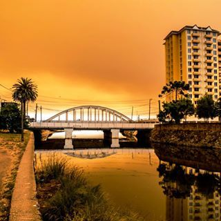 Filtro Natural producto de incendios Forestales, en el caos también hay belleza... #photo #photography #fotografia #foto #landscape #paisaje #puente #incendio #filtro #tomé #instaconce #instachile #conce #chile #lifestyle #estilodevida #like