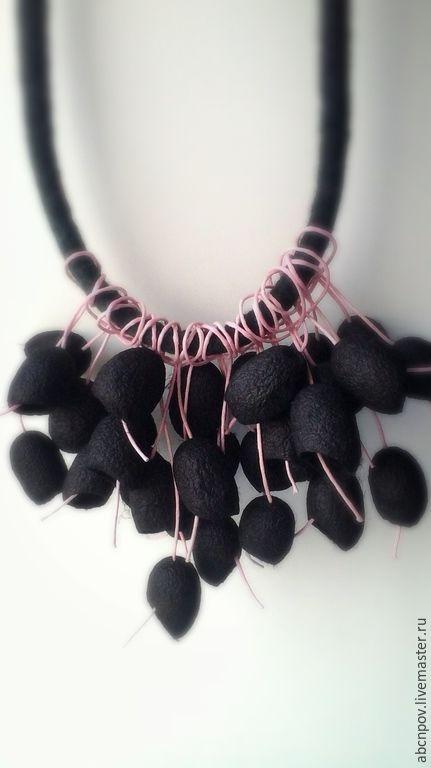 Купить колье из коконов шелкопряда черное - темно-серый, коконы шелкопряда, коконы, колье из коконов