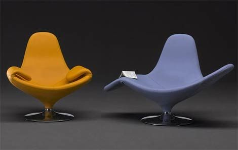 Calla Chair by Domodinamica unfurls gracefully to a relaxing chaise lounge.