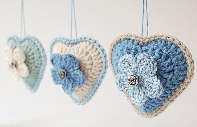 Crochet hearts by dada's place      ♪ ♪ ... #inspiration_crochet #diy GB